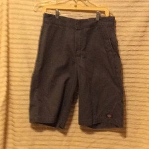 Dickies men-size 30 inch in waste gray in color
